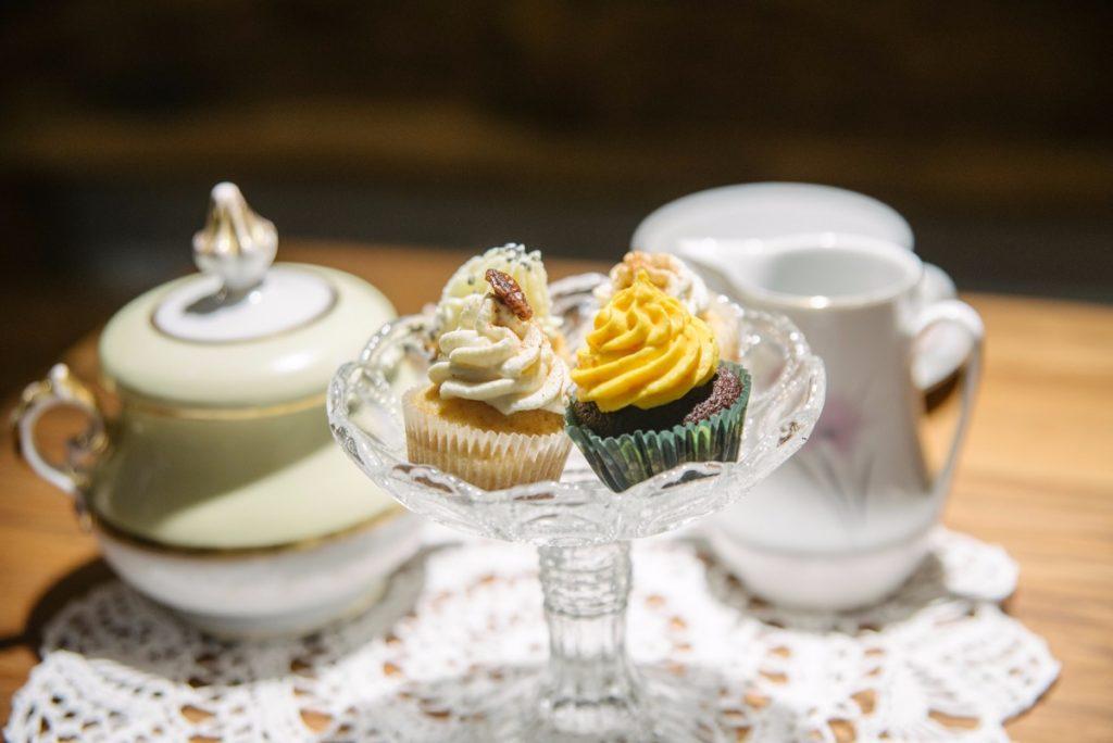 Herr Karl Tisch Cupcakes © Elisa Wünscher