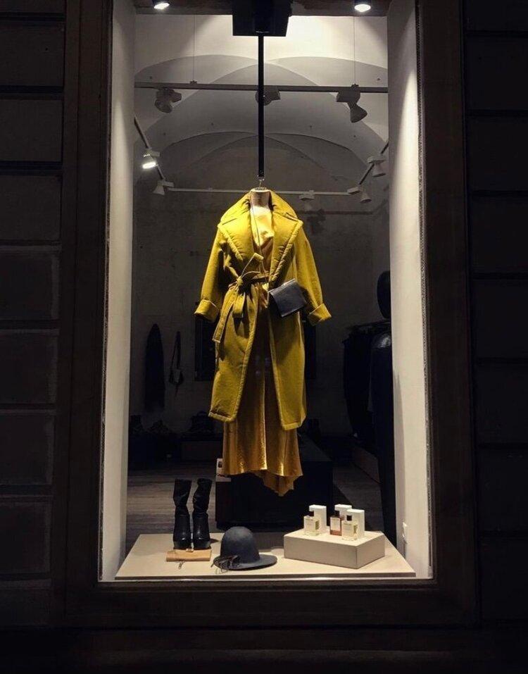 Avantgarde Kleid in der Auslage