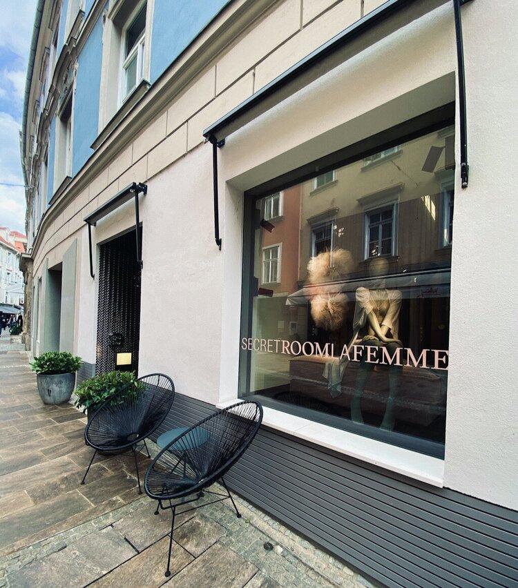 Secret Room La Femme von außen